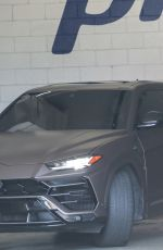 Kendall Jenner Arrives at the gym with her reinforced security personnel in Los Angeles