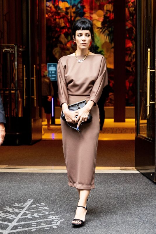 Lily Allen Stuns as she steps out of her hotel to head out for the evening in the city in New York