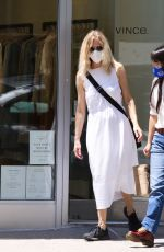 Meg Ryan Looks incognito all in white as she masks-up with daughter while shopping in Manhattan's Upper West Side