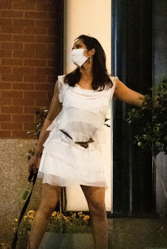 Padma Lakshmi Steps out for date night with a mystery man in New York