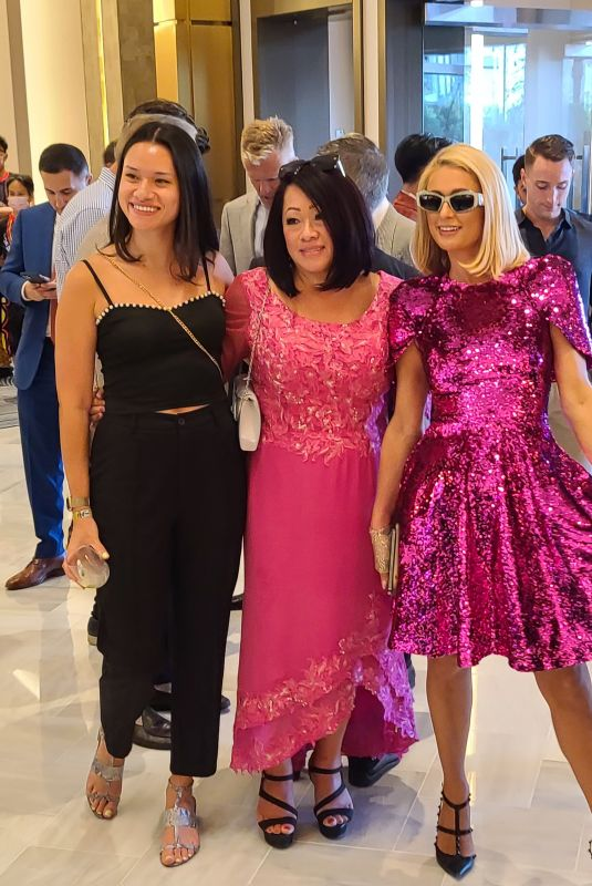 Paris Hilton Poses with fans and is spotted with her sister Nicky in Las Vegas