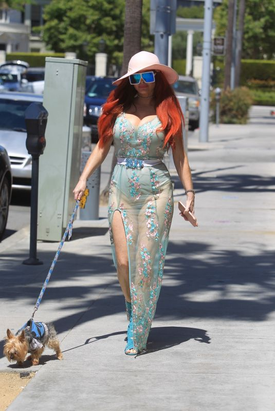 Phoebe Price Takes her dog shopping in Beverly Hills