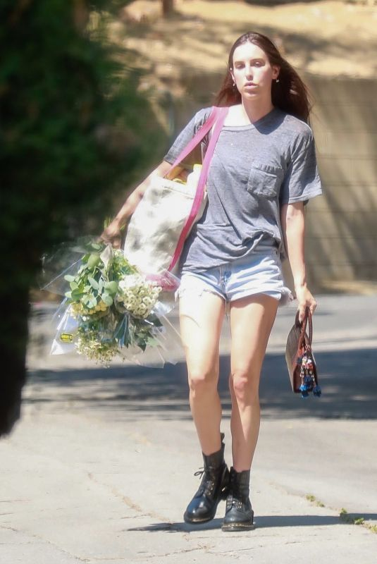 Scout Willis Has her hands full as she arrives home with a few bags and some flowers in Los Feliz