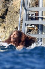 Serena Williams Shows her body as she soaks up the sun in the South of France