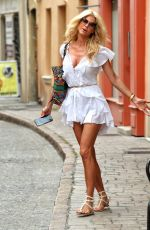 Victoria Silvstedt Shopping and eating Ice Cream in Saint Tropez