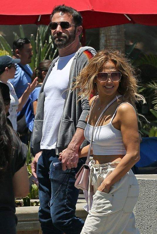Ben Affleck & Jennifer Lopez Spend the day at Universal Studios in Los Angeles
