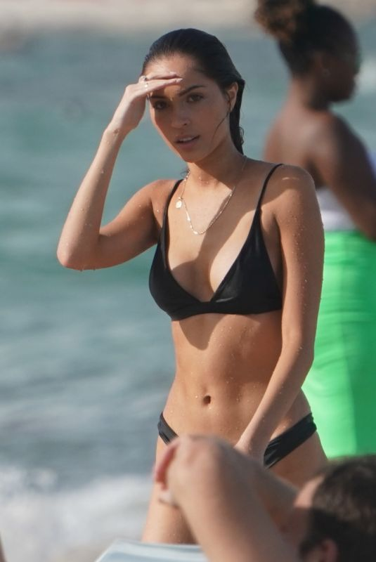 Cameron Rorrison Enjoys a beach day with friends in Miami