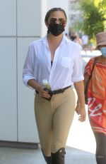 Chrissy Teigen Mobbed by the paparazzi and fans in Los Angeles