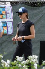 Jennifer Garner Looks excited after showing some friends her new home-to-be currently under construction in Brentwood