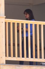 Jennifer Garner Stops by her home to check on a few details in Brentwood