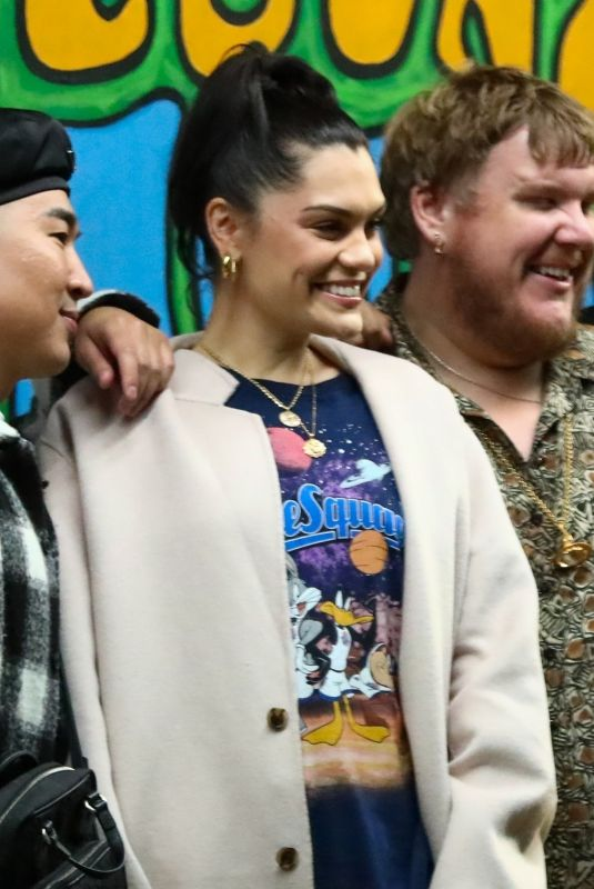 Jessie J Keeps it casual chic as she steps out for dinner with friends at pace in LA