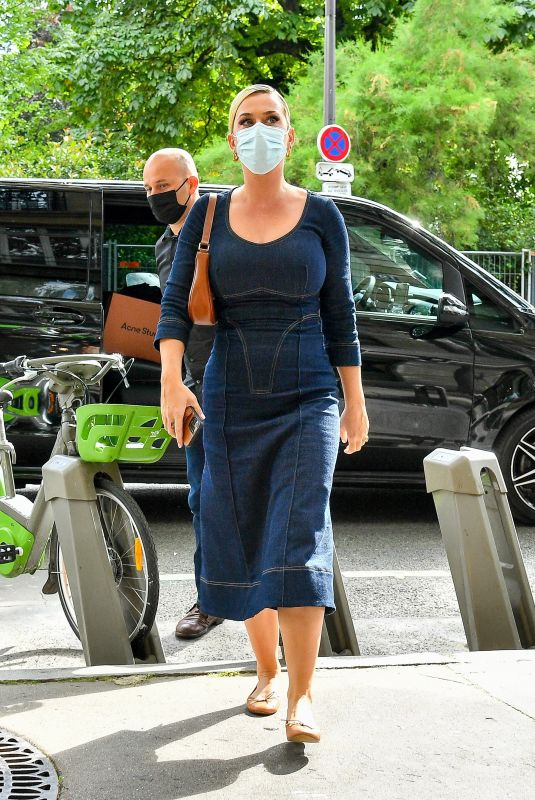 Katy Perry Goes on a shopping spree in Paris