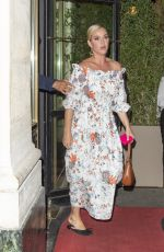"""Katy Perry Out for dinner at """"Le Grand Véfour"""" in Paris"""