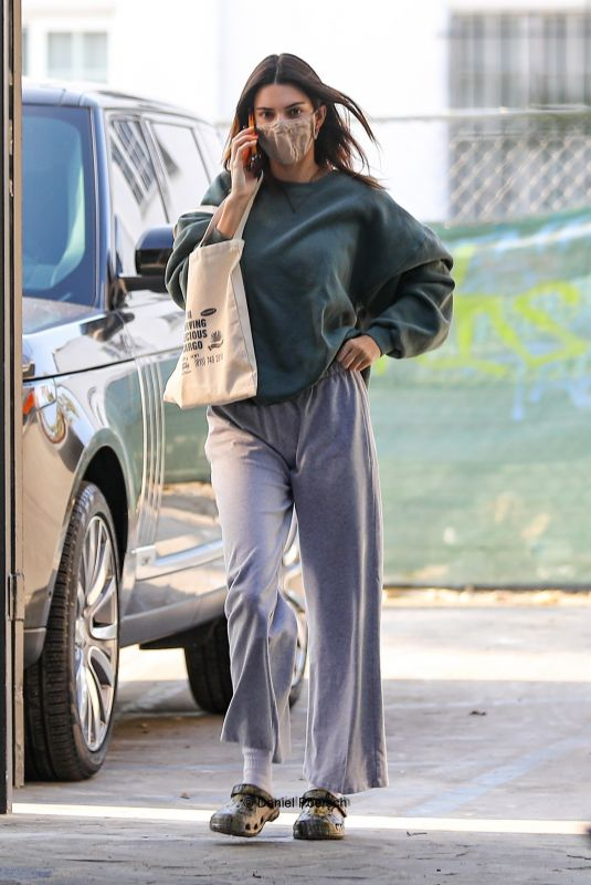 Kendall Jenner Looks effortlessly cool while out running errands in Beverly Hills