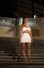 Kim Kardashian Looks amazing as she is spotted at the Spanish steps in Rome, Italy