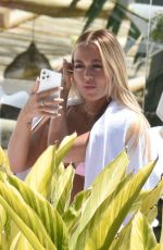 Lottie Tomlinson Wears a spectacular pink bikini at the pool of the exclusive hotel in Marbella