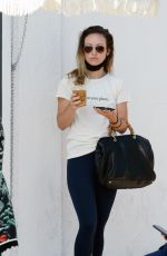 Olivia Wilde Spotted on a solo outing for coffee and food to go in Los Angeles