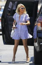 Paris Hilton Having lunch at Bungalow in West Hollywood