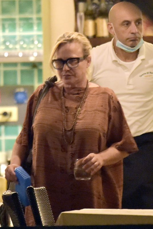 Patricia Arquette Enjoys a little fine Italian dining joined by a few friends and family out on her holidays in Portofino
