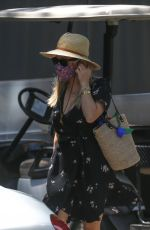 Reese Witherspoon Is one chic babe arriving for a Bel-Air meeting