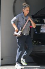 Sarah Michelle Gellar Arriving at home after working out in Santa Monica
