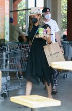 Vanessa Minnillo (Lachey) Grabs some groceries and juice at Erewhon Market before heading to a Skin Care location in West Hollywood