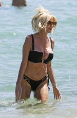 Victoria Silvstedt Enjoying a sunny day at Byblos beach in Saint Tropez
