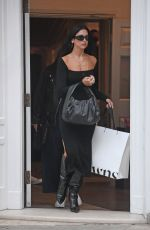 Dua Lipa Seen looking elegant and stunning a she is seen enjoying some retail therapy in London