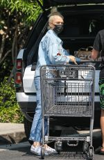 Gwen Stefani Stops by Bristol Farms for some essentials in Beverly Hills