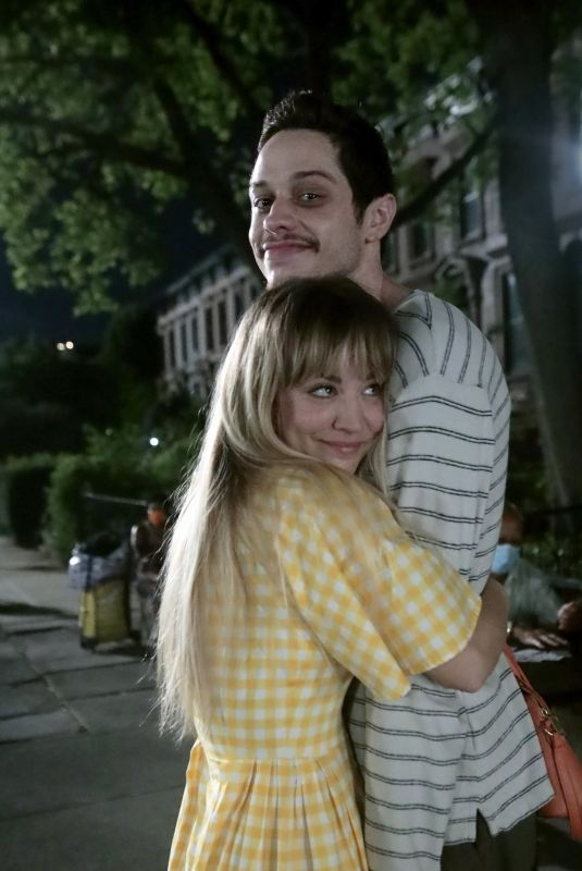 Kaley Cuoco Showing amazing chemistry posing for a photo in-between takes of Alex Lehmann
