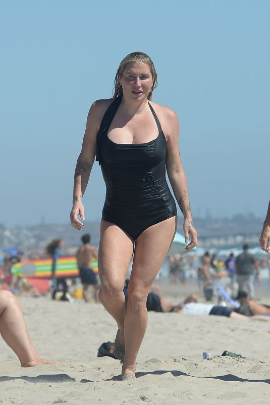 Kesha Hits the beach with friends in Los Angeles