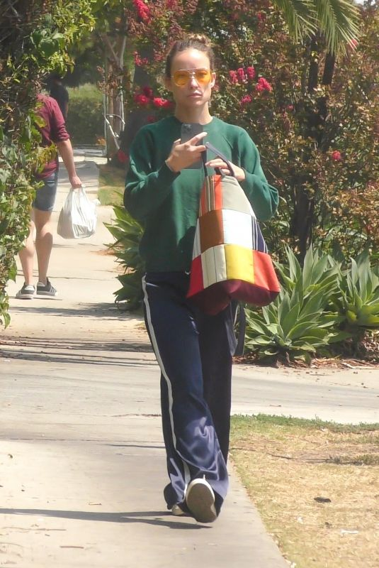 Olivia Wilde Spotted out & about in Los Feliz