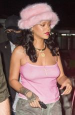 Rihanna Enters with her very fashionable outfit in New York