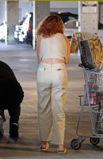 Rumer Willis Gets help to her car while grocery shopping at Erewhon in Los Angeles