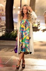 """arah Jessica Parker Pictured wearing a very stylish dress during a scene at the """"And Just Like That"""" set in Avenue"""