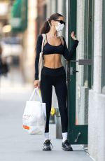 Bella Hadid Shows off her toned physique as she returns from the gym in New York