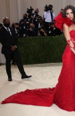 Emily Ratajkowski Attends The Met Gala Celebrating In America: A Lexicon Of Fashion at Metropolitan Museum of Art in New York City