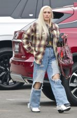 Gwen Stefani Steps out to do some shopping in Los Angeles
