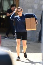 Jennifer Garner Carries a large box as she stops by her home under construction while running errands in Brentwood
