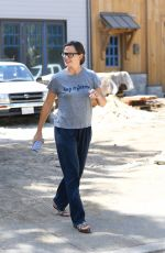 Jennifer Garner Checking out her new house in Brentwood