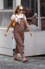 Jennifer Lawrence Steps out with baby bump on show for first time in New York City