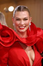 Karlie Kloss Attends The Met Gala Celebrating In America: A Lexicon Of Fashion at Metropolitan Museum of Art in New York City