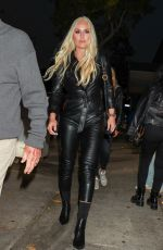Lindsey Vonn Steals the scene in an all in black leather as she arrives with her girls at Craig