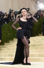 Maisie Williams Attends The 2021 Met Gala Celebrating In America: A Lexicon Of Fashion at Metropolitan Museum of Art in New York City