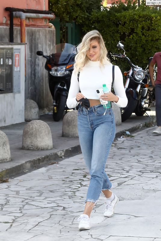 Tove Villfor Arriving at rehearsals for