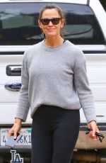 Jennifer Garner Goes makeup-free checking on her new house under construction in Brentwood