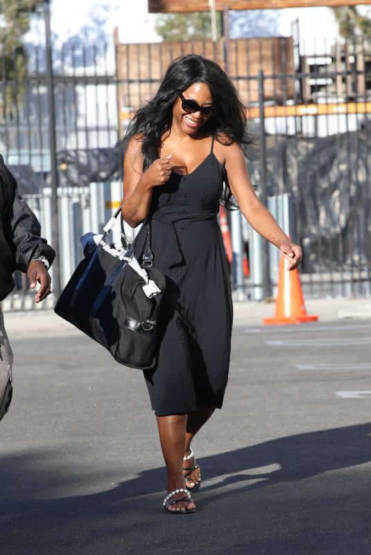 Kenya Moore Is all smiles as she walks into the DWTS studio on Saturday in Los Angeles