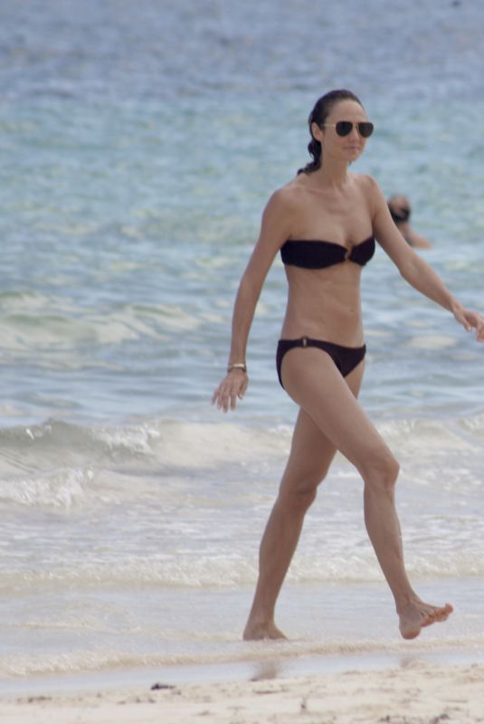 Stacy Keibler Having a good time buying souvenirs and enjoying the day at the beach in Tulum