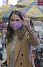 Sutton Foster Seen arriving at Good Morning America morning show in New York