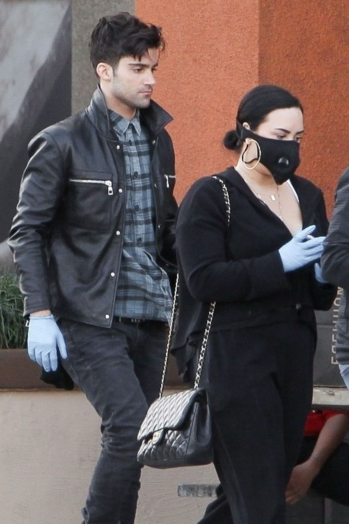 Demi Lovato Wears a mask stocking up on groceries with new ...